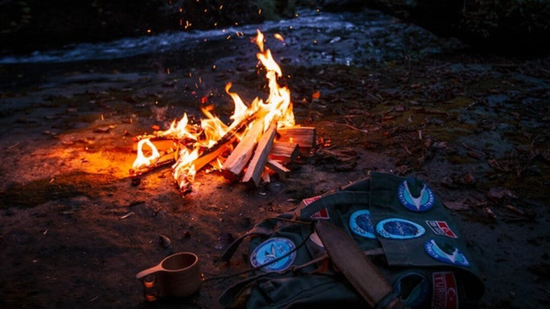 Lean-To Fire – How to Build This Campfire Favorite